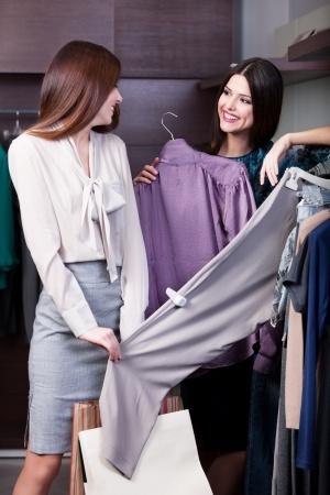 nákupy so stylistkou, nákup oblečenia v obchode